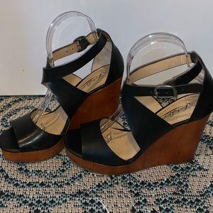 Lucky Brand Black Lyndell Wedge Sandals Sz 7.5M